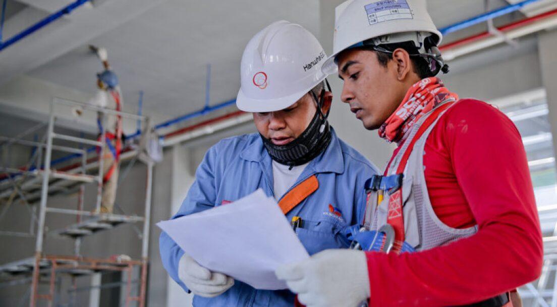 construction-helmet-industry-1216589-840x560.jpg