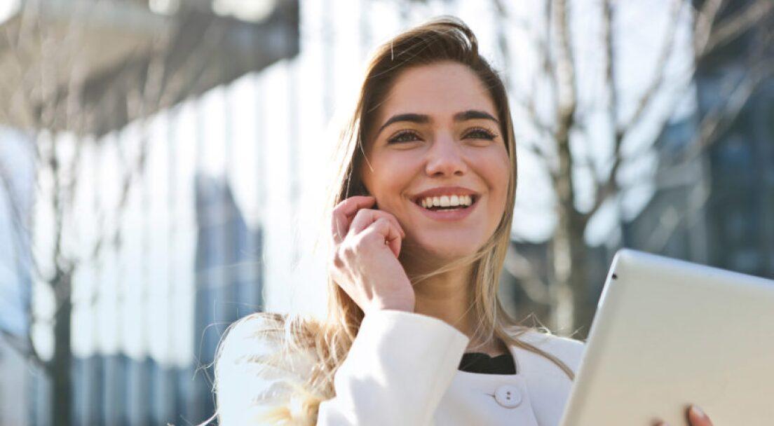 businesswoman-call-career-789822-1-840x560.jpg