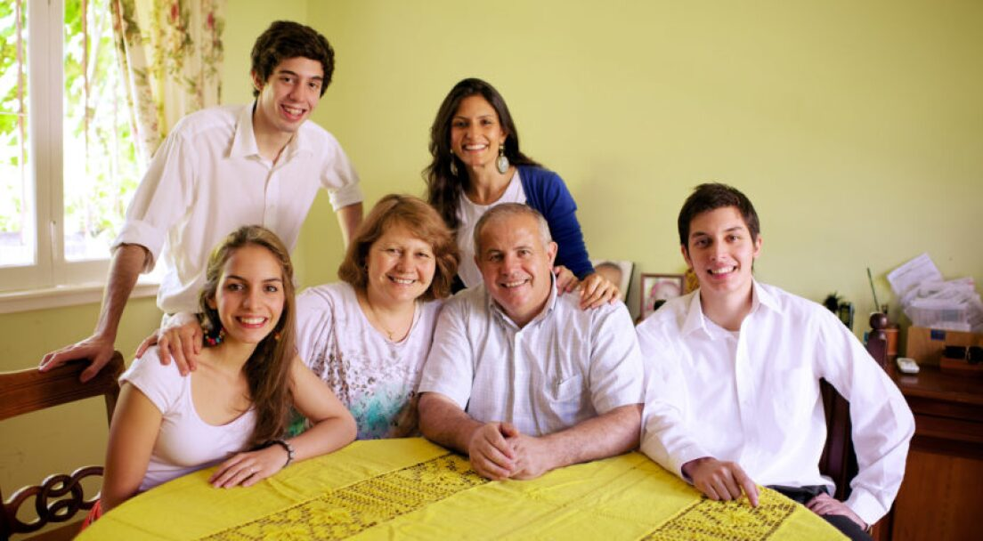 family-portrait-argentina-1081157-wallpaper-840x560.jpg